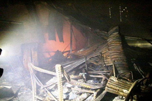 Hà Nội: Cháy lớn ở nhà kho rộng hàng năm mét vuông